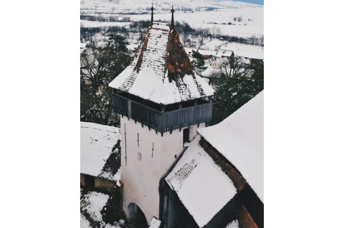 Torre con neve in Romania