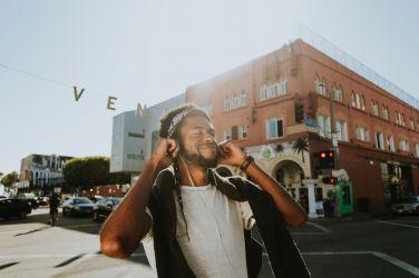 Canzoni sul viaggio - Ragazzo che ascolta la musica