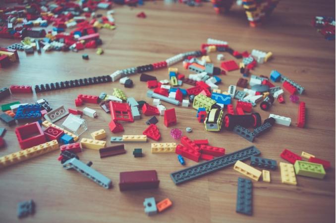 lego sul pavimento