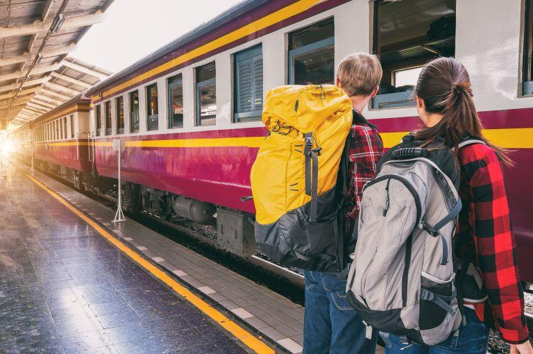 Viaggiare in treno, Backpakers sulla banchina