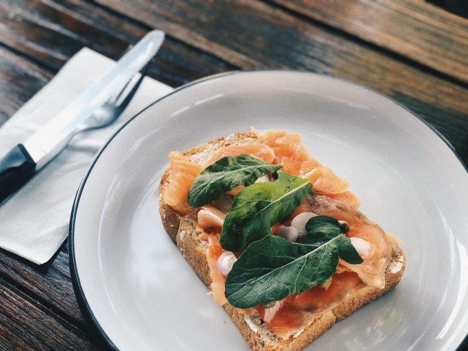 toast con salmone affumicato