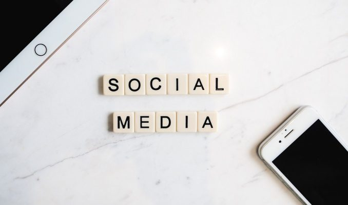 Corsi online social media