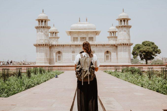 ragazza viaggio in india